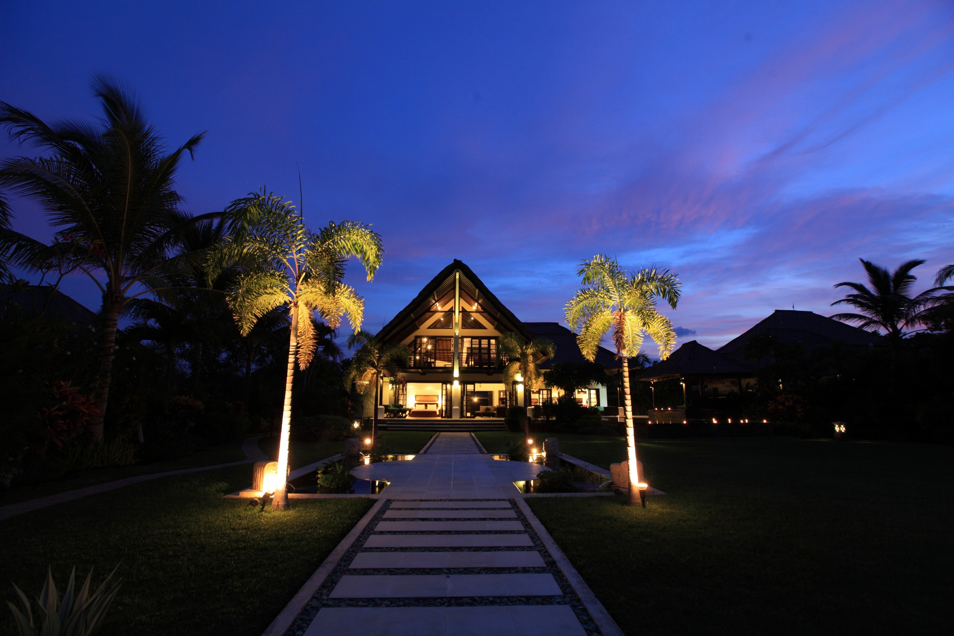 villa baruna by night