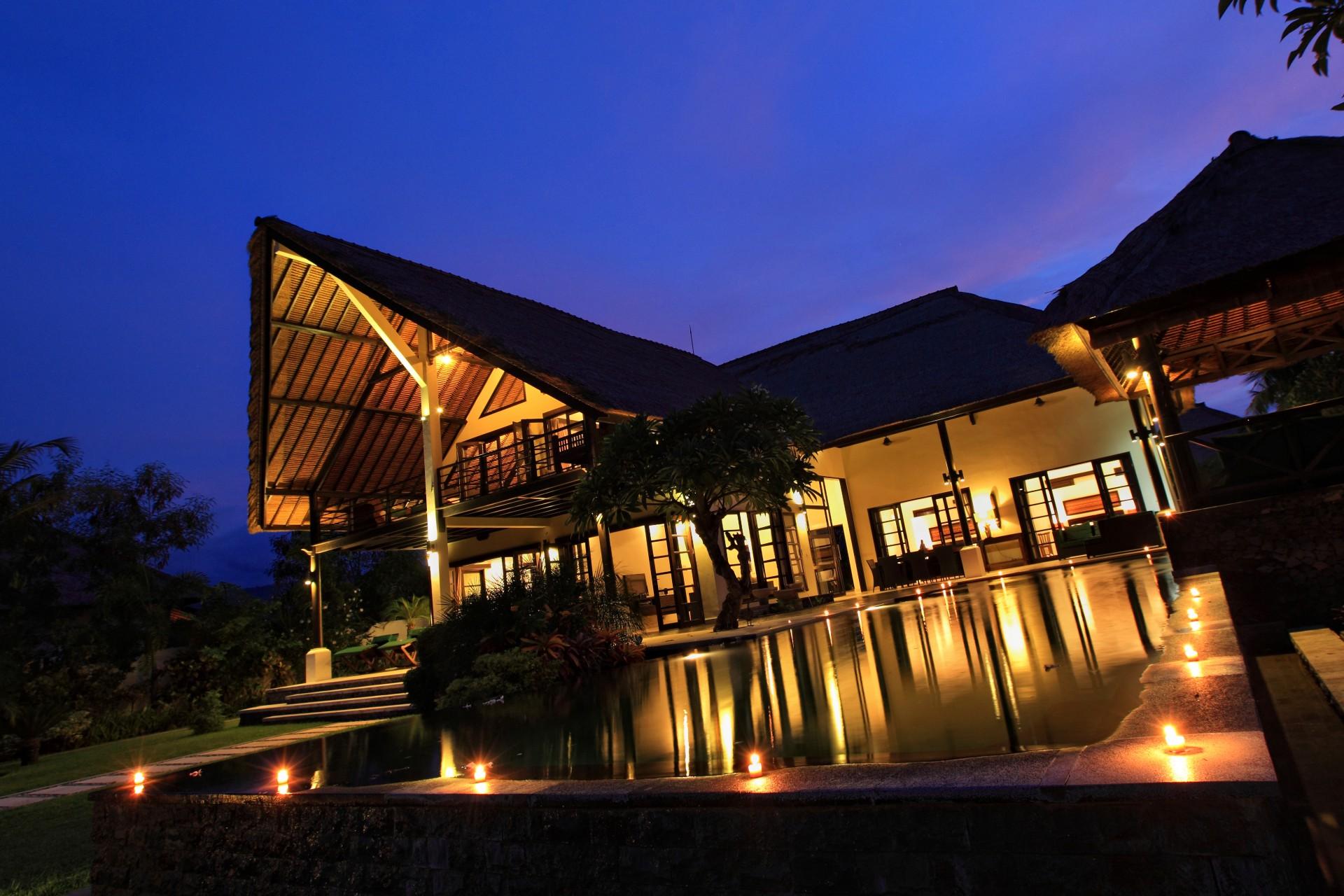 villa baruna by night